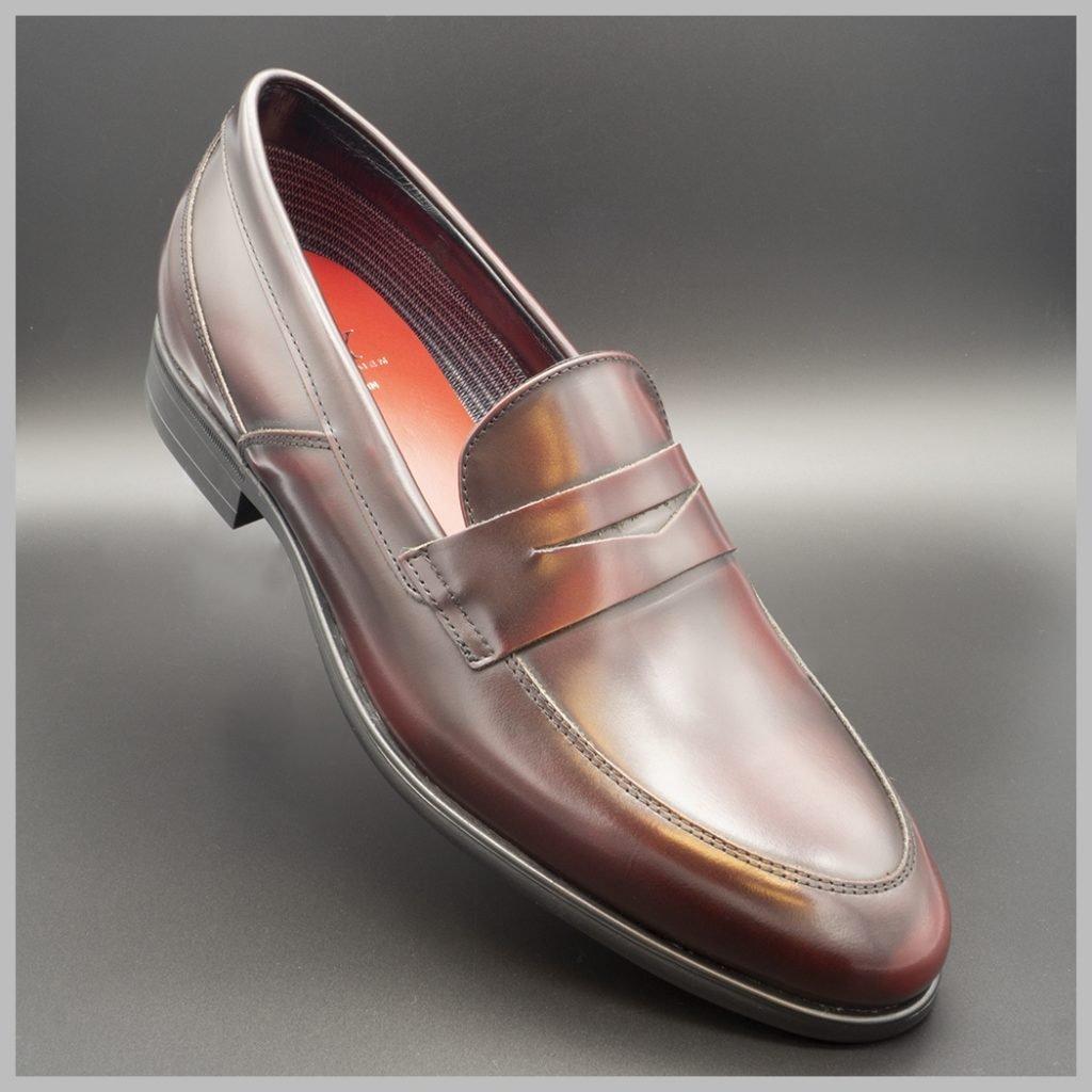 Mocasín impermeables de lujo color burdeos. Zapatos tecnológicos de lujo. BAY Mallorca.