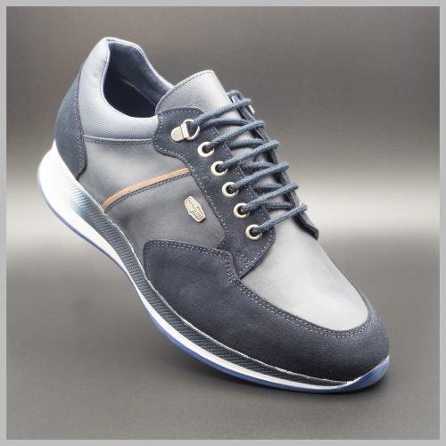 Zapatillas deportivas impermeables de lujo color azul. BAY Mallorca 2021
