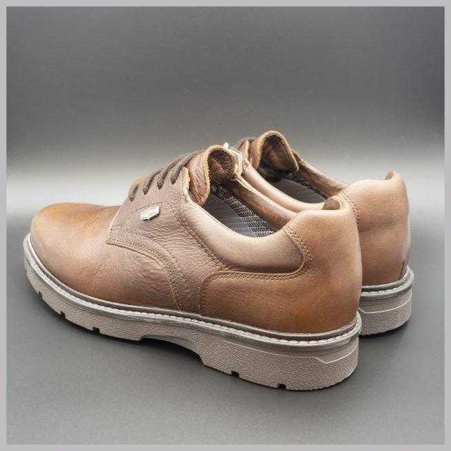 Derby impermeables de cuero marrón. Zapatos tecnológicos de lujo. BAY Mallorca 2020. Vista talones