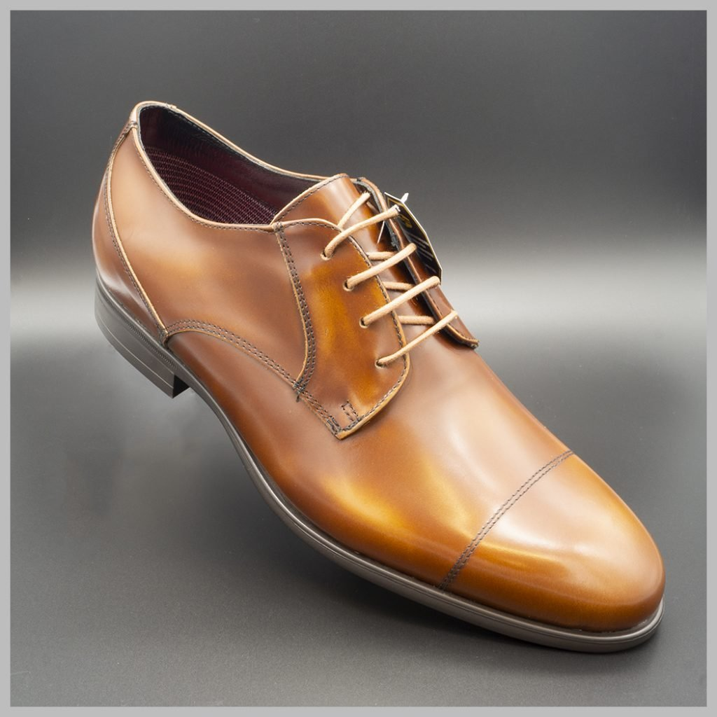 Zapatos impermeables waterproof derby marrón, detalle puntera.